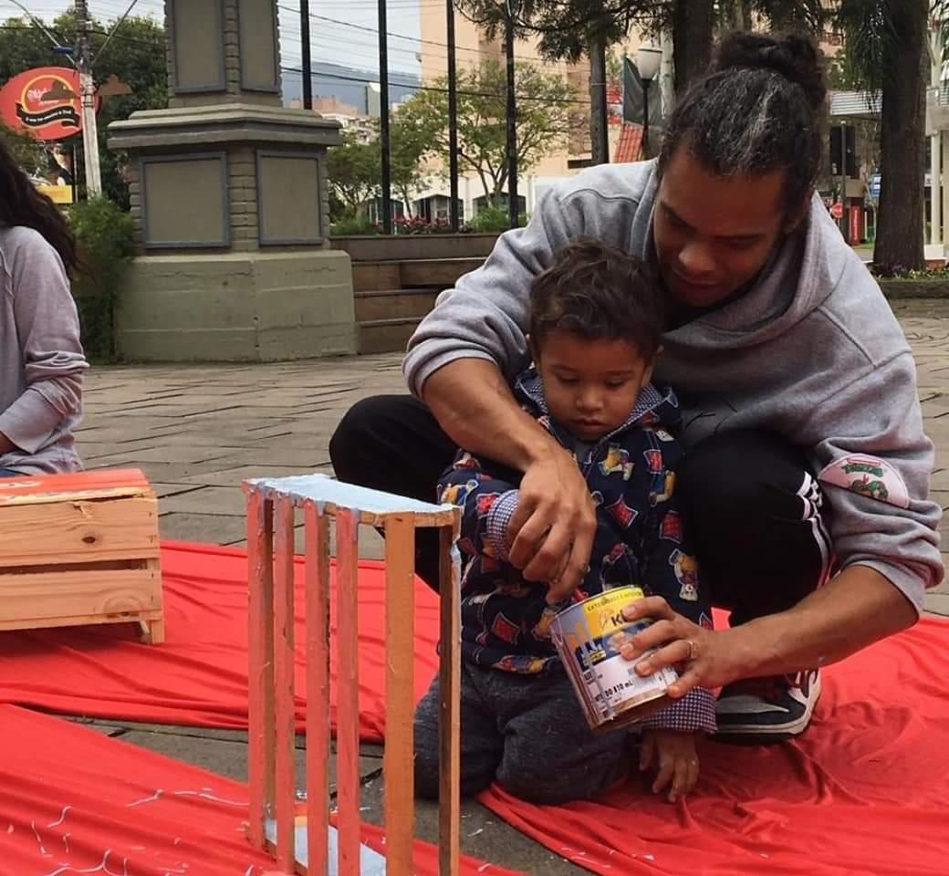 SOCIALIZAÇÃO: Juama Sophisa desperta a criatividade das crianças e adolescentes na Praça