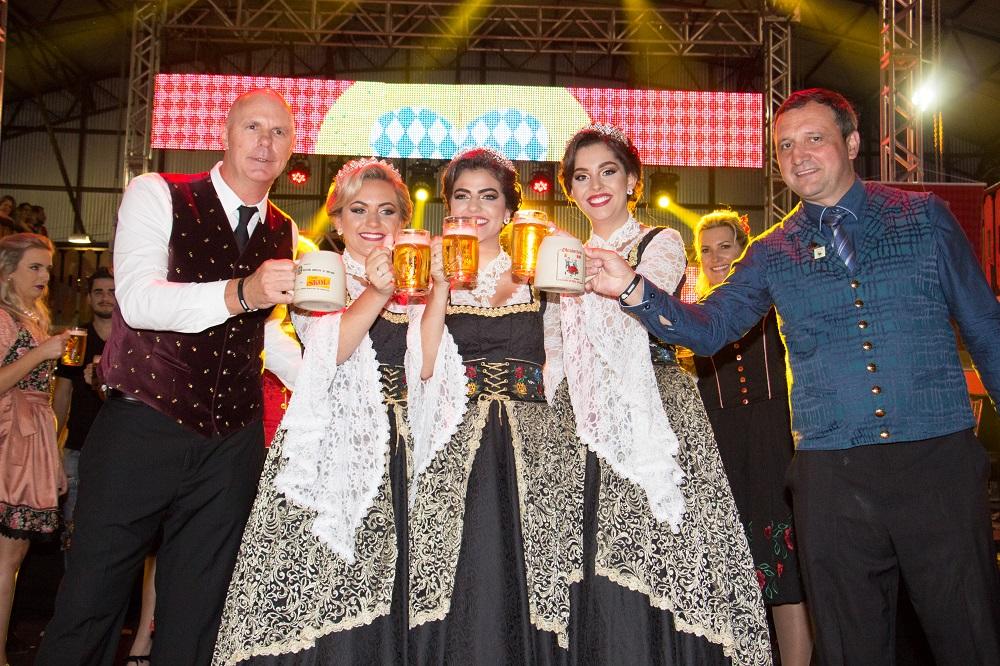 Grande público marca abertura da 30ª Oktoberfest de Igrejinha
