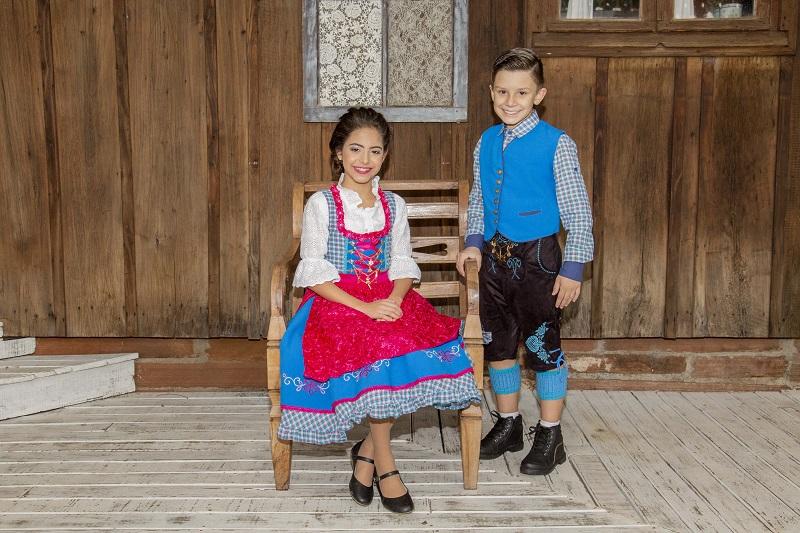 Corte infantil tem traje apropriado para se divertir