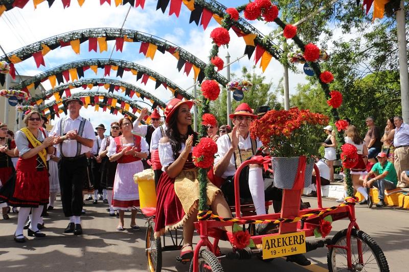 Feriado combina com Oktoberfest de Igrejinha