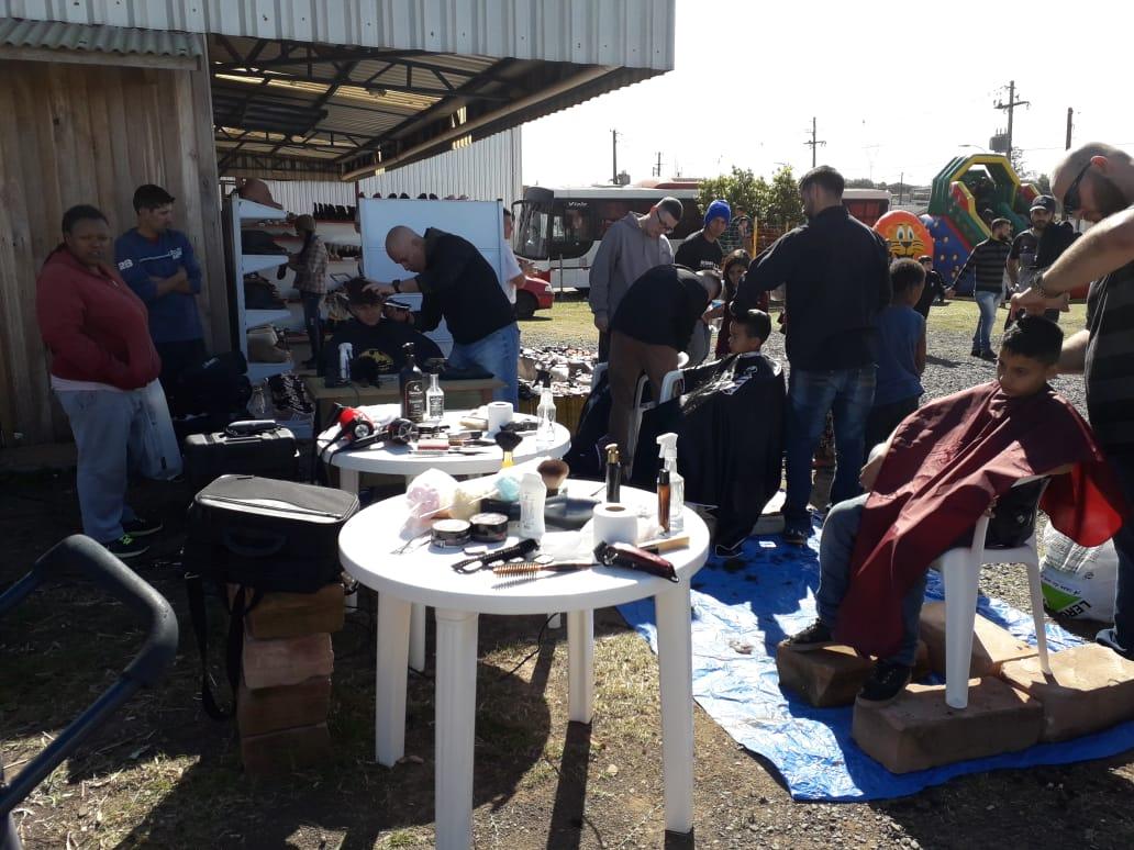SOCIALIZAÇÃO: Grupos se unem e realizam ação social conjunta no Bairro Empresa, em Taquara