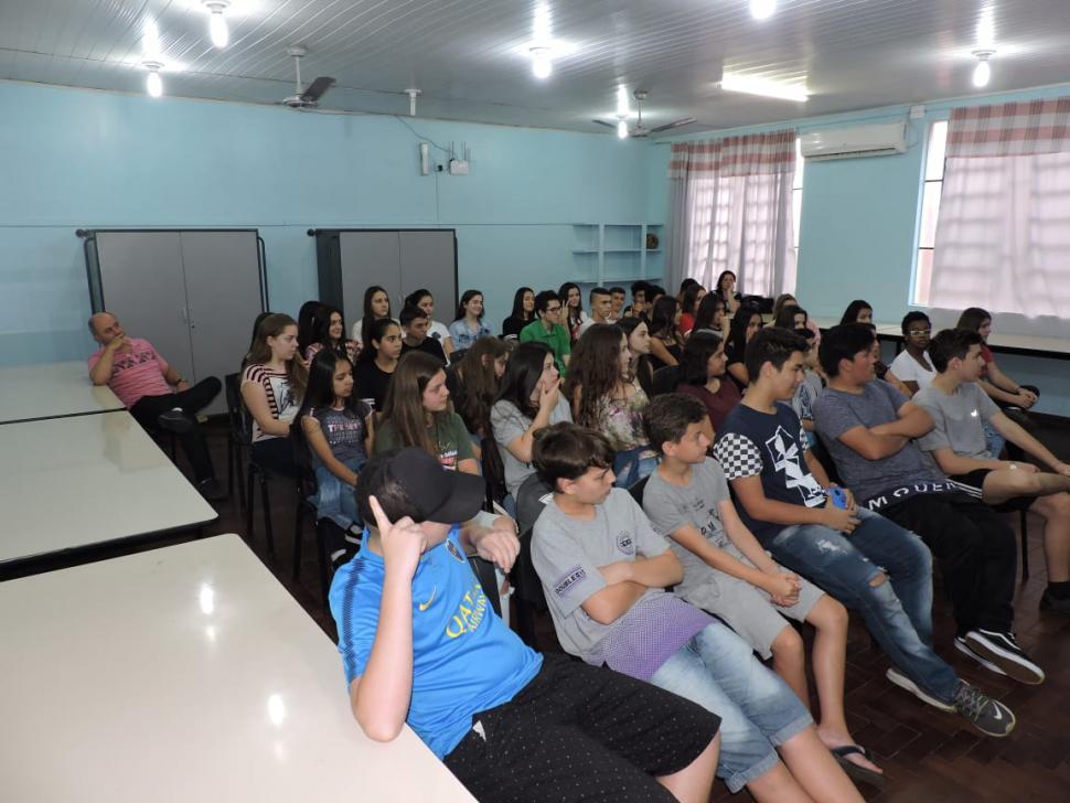 SOCIALIZAÇÃO: AFAH realiza momento com adolescentes da Escola Berthalina