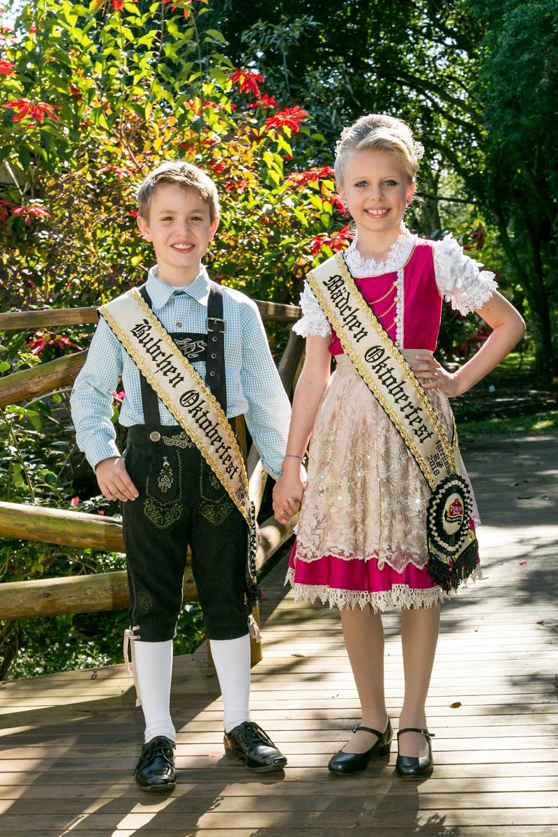 Bubchen e Mädchen completam a  corte oficial da 31ª Oktoberfest de Igrejinha