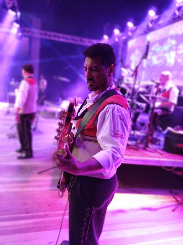 Banda Choppão convida público da noite de sexta-feira para uma grande polonaise