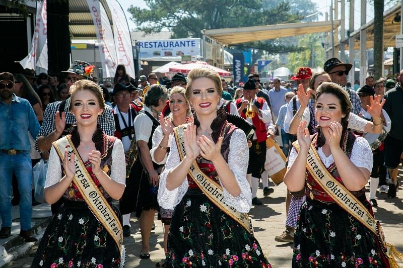 Oktober de Igrejinha anima Expointer em dia de  visitação recorde de público